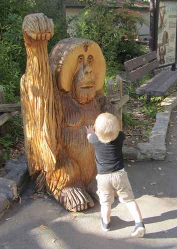 Hello, giant wooden orangutan friend (is it an orangutan? My zoo knowledge has apparently been overwritten by babien knowledge)